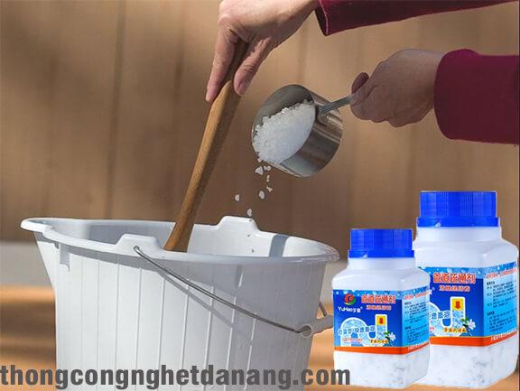 Thông bồn tắm bằng hóa chất