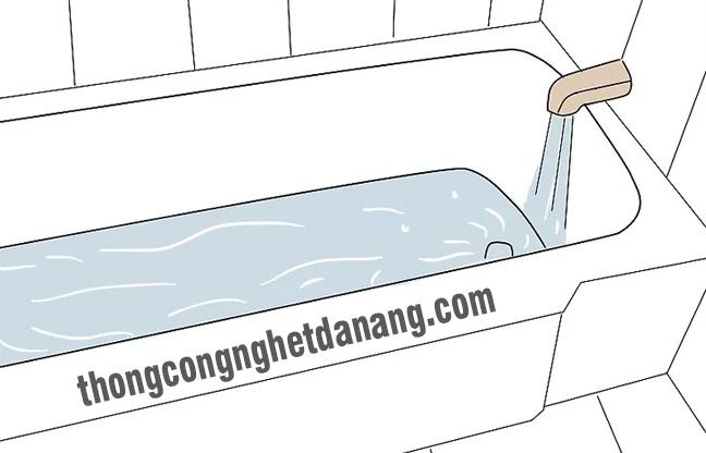 Xả nước đầy vào bồn tắm